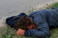 37-летнего жителя села Ртищево избили и бросили умирать на дороге.